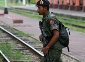 Thai soldier patrols_2014-12-27 1.36.20